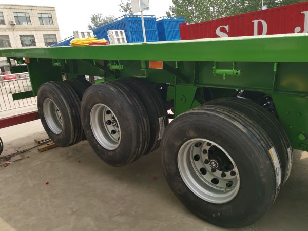 Flatbed trailer axle/tires